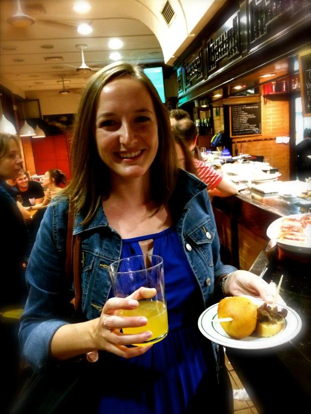Sidra and bolas de carne picante